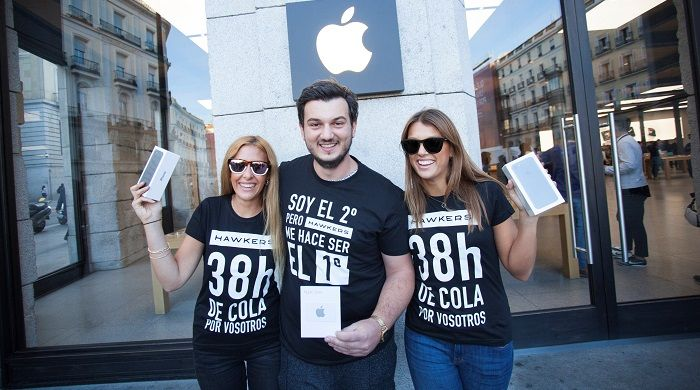 Hawkers regala un iPhone en una original campaña de marketing en la Apple store